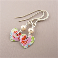Picture of Spring Tiny Round Heart & Pearl Earrings