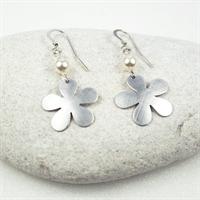 Picture of Aluminium Flower & Pearl Earrings JE49B